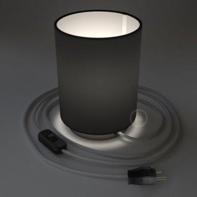 Posaluce en metal negro perla con pantalla cilíndrica Tela Negra, cable textil, interruptor y clavija bipolar