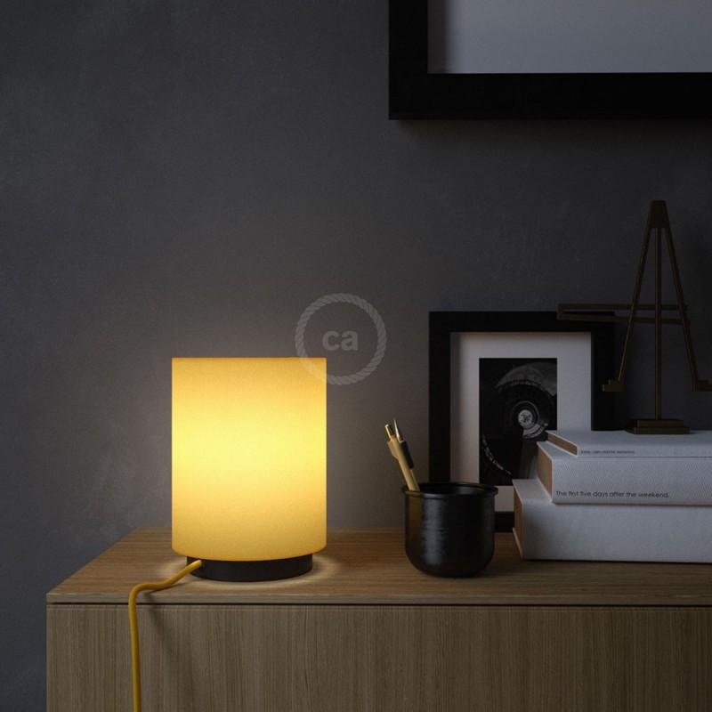Posaluce en metal negro con pantalla cilíndrica Tela Amarillo Vivo, cable textil, interruptor y clavija bipolar